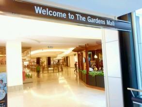 それでは隣接する高級モール、ガーデンズに入ってみましょう