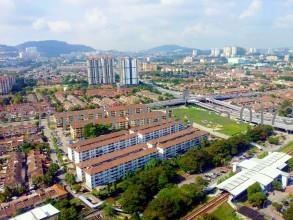 最高の景色が見えますし右下に見えるのはLRT Pandan Indah駅です。超駅前です