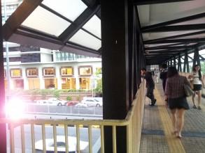 ノースポイント にはミッドバレージャスコ、それと直結する駅から屋根付きブリッジが
