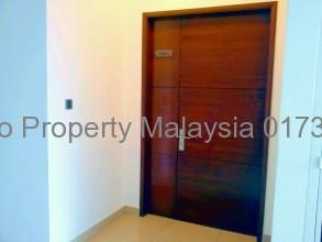 アマヤサウジャナ重厚感のあるドアです
