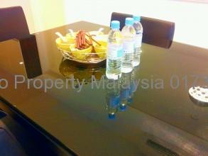 アマヤサウジャナ テーブルも素敵なテーブル
