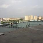 市街地を眺めながらのプールは最高ですね