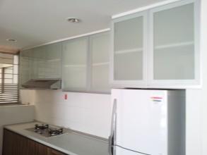 アクシスレジデンス特選綺麗なお部屋 キッチンも綺麗、キッチンの照明もリノベです