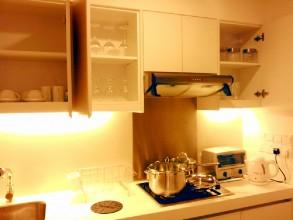 マイハビタットMyhabitat 1ベッドルーム キッチンは食器が全て完備