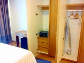 日本人オーナー2ベッドマイハビタットMyhabitat メインベッドルームの収納と金庫もあります