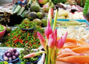 野菜、果物、肉、など、基本的な食材は安い。